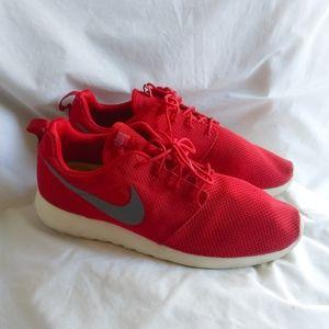 Mens Red NIKE Roshe Size 13